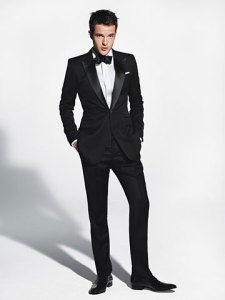 The classic and fashionable look: slim and sleek with a peak lapel
